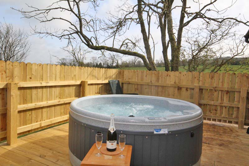 Wooden glamping lodge for 4 with hot tub in Caldbeck, North Lakes, Cumbria9